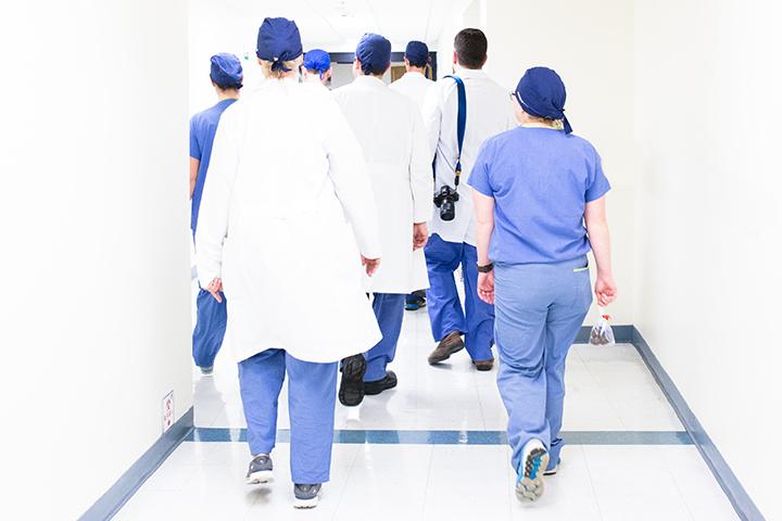 Habillement des infirmier à l'hôpital