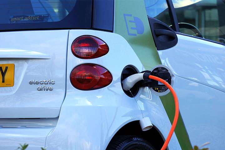 Infirmière libérale : comment choisir une voiture électrique pour une tournée écolo