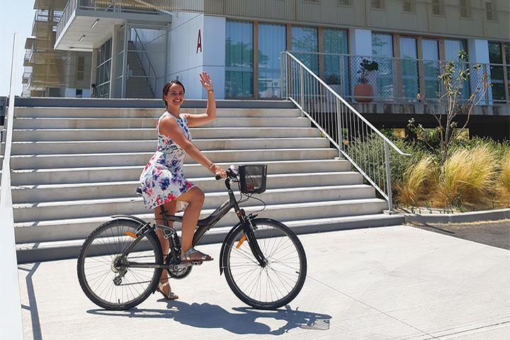 Justine, salariée de CBA à vélo