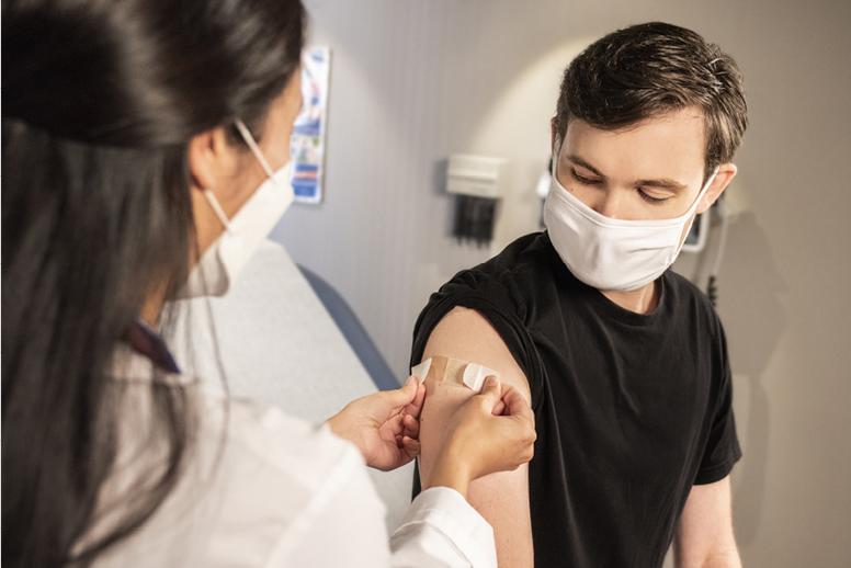 La vaccination contre la grippe saisonnière réalisée par l'infirmière libérale