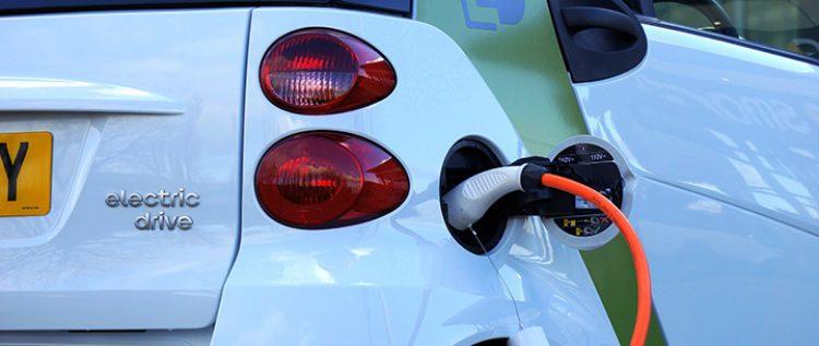 Choisir une voiture électrique pour sa tournée en libéral